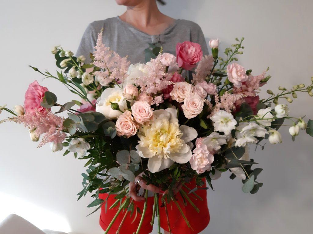 Bukiet kwiatów. Bukiet z kwiatów mieszanych.